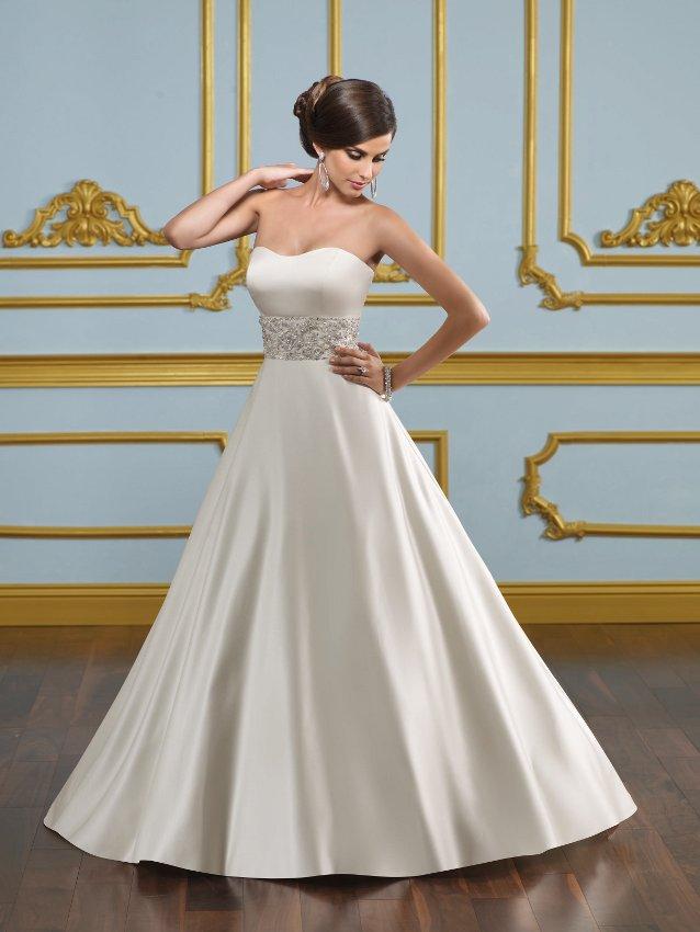 2230a23d8a3f Βραδινά Φορέματα με στυλ και φινέτσα