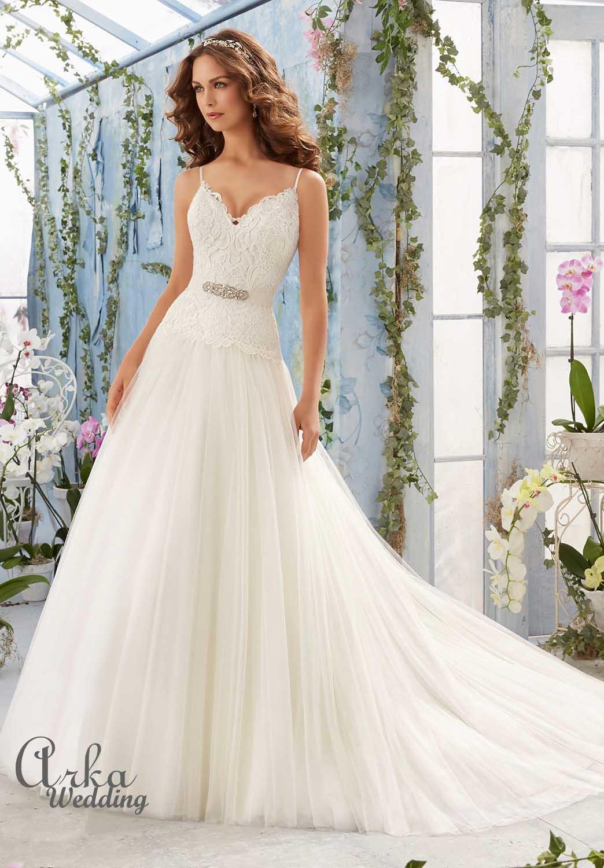 Νυφικό Φόρεμα, Πλούσια Φούστα, με Δαντέλα Μπούστο. . Κωδ. 5411