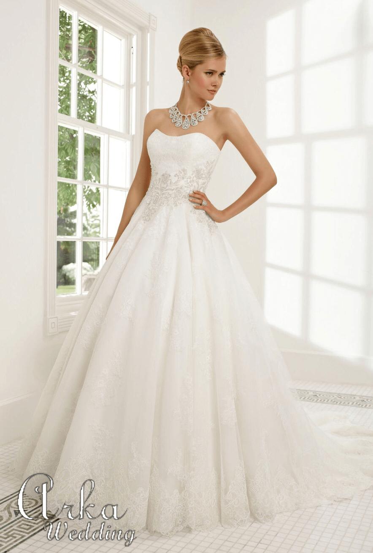 Νυφικό Φόρεμα, με Μπούστο και Φούστα Κεντημένα. Κωδ. 68022