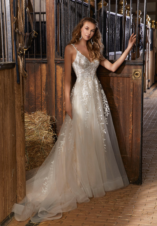 Νυφικό Φόρεμα, από Δαντέλα chantilly, Morilee, by Madeline Gardner, Style 6911