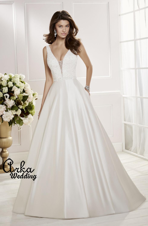 Νυφικό Φόρεμα, από Σατέν, και Μπούστο  κεντημένο. Κωδ. 69466