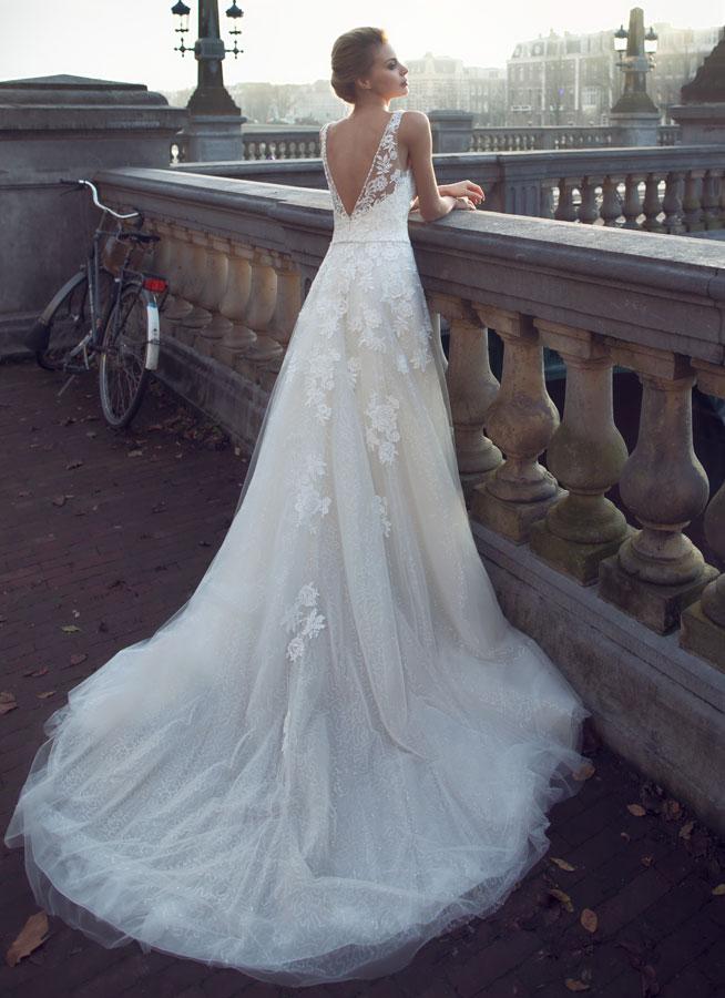 Νυφικό Φόρεμα, από Αέρινη Δαντέλα, Ζώνη με Κρύσταλλα . Κωδ. AMALIA