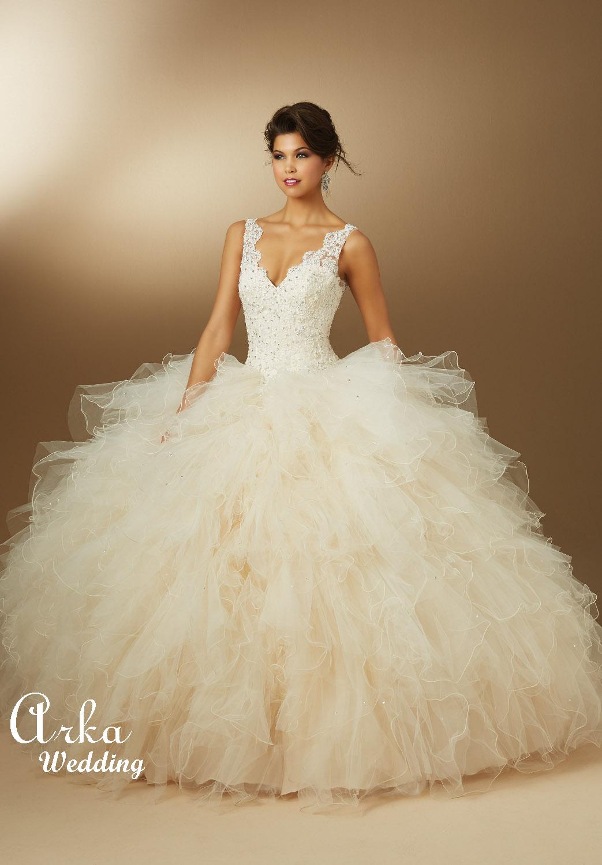 Νυφικό Φόρεμα, με Πλούσια Φούστα, και Μπούστο Δαντέλα . Κωδ. 89042