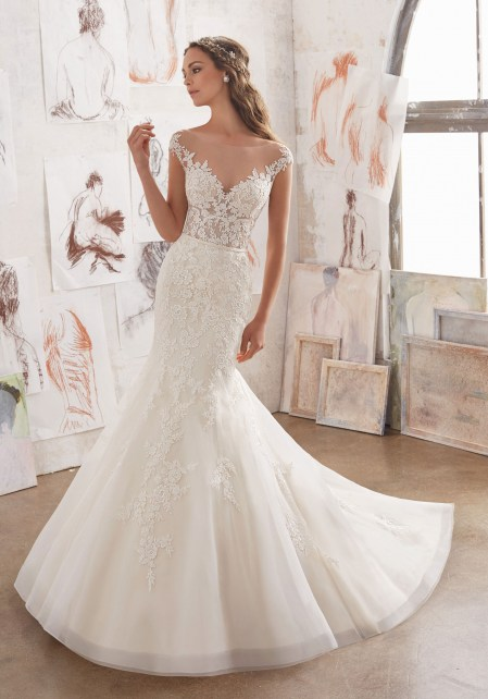 wedding gown accented by a gorgeous illusion v-neckline. Kod. 5509-3.jpg